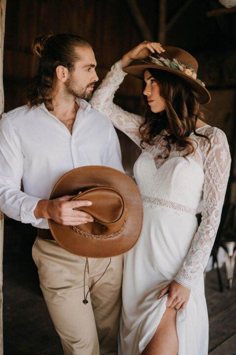 Western Hochzeit, Brautpaar mit Cowboyhüten