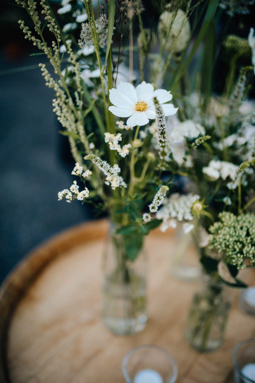 Blumendeko bei Hochzeit