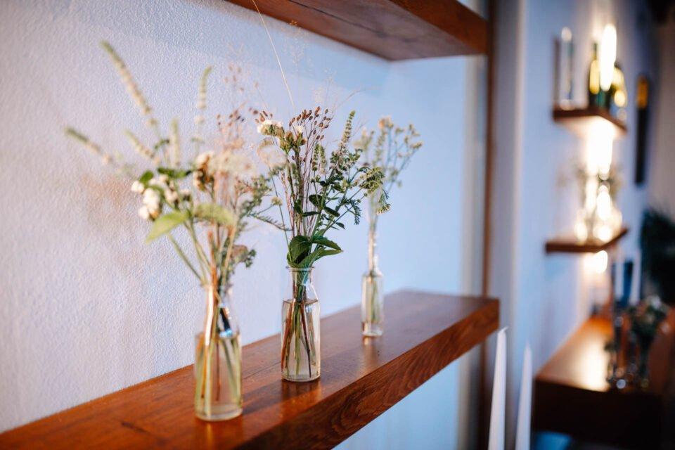 Wiesenblumen in Vase