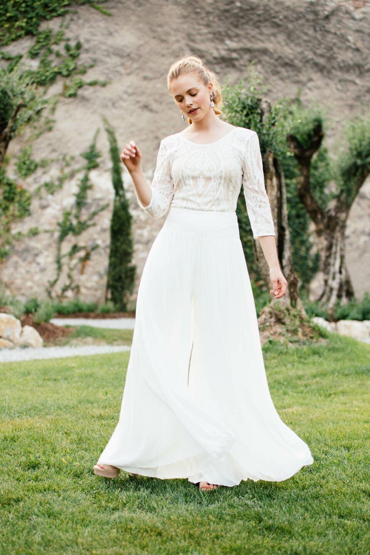 Hosenrock zur Hochzeit mit Nude farbenem Braut Body aus Spitze