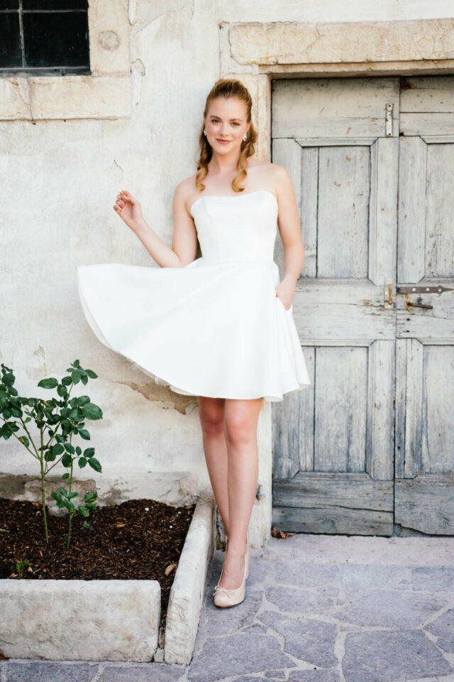 Ballerina Brautkleid aus Satin mit kurzem, schwingendem Tellerrock