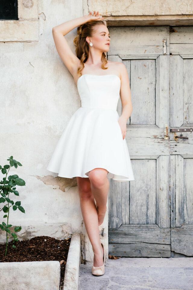 Ballerina Brautkleid aus Satin – extra kurzes Hochzeitskleid mit Taschen – Bailey