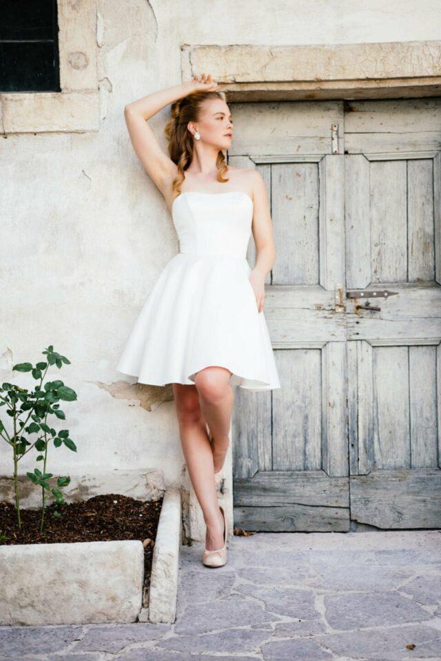 Extra kurzes Ballerina Brautkleid aus Satin