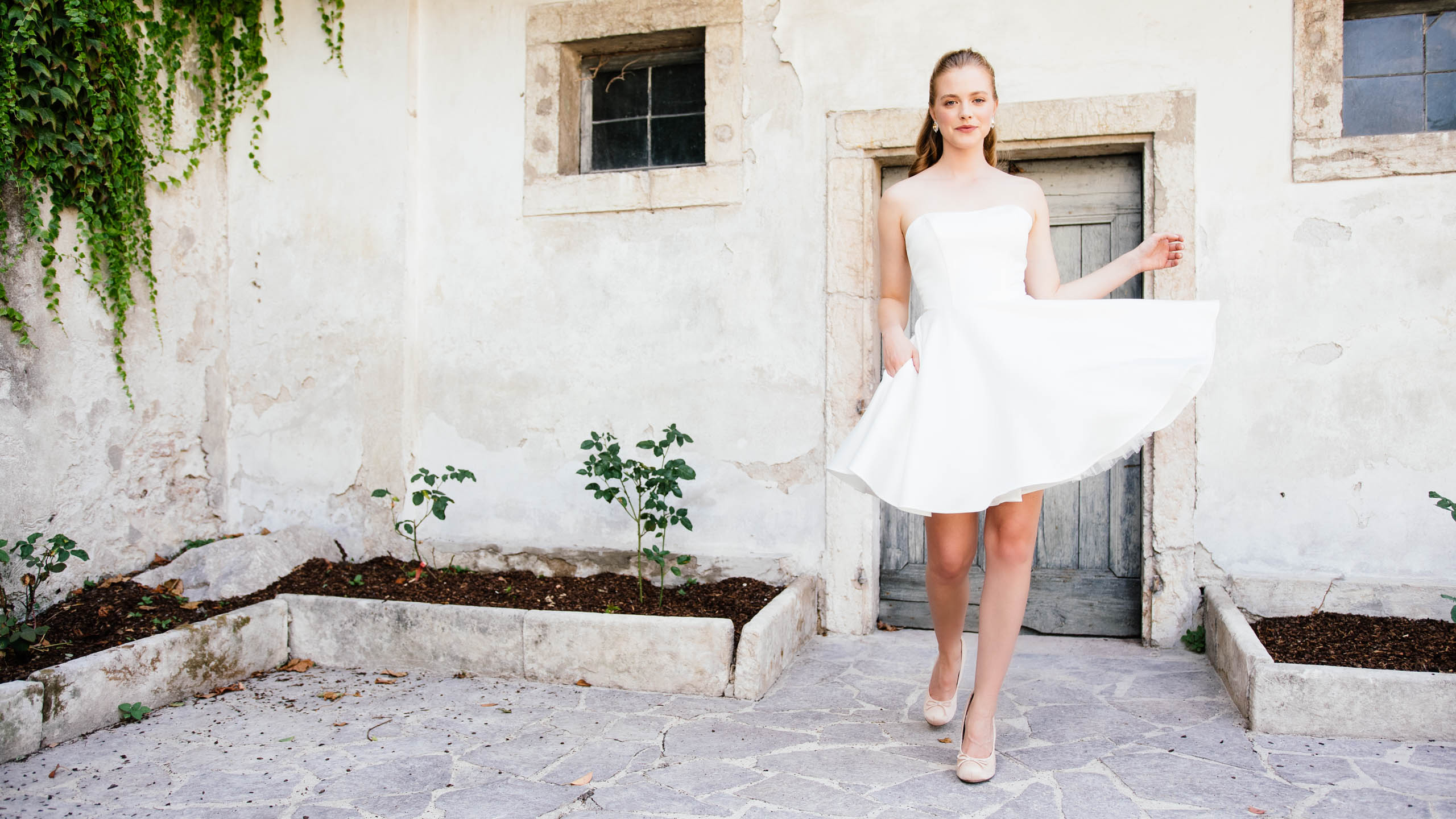 Kurzes Satin Brautkleid im Ballerina Stil
