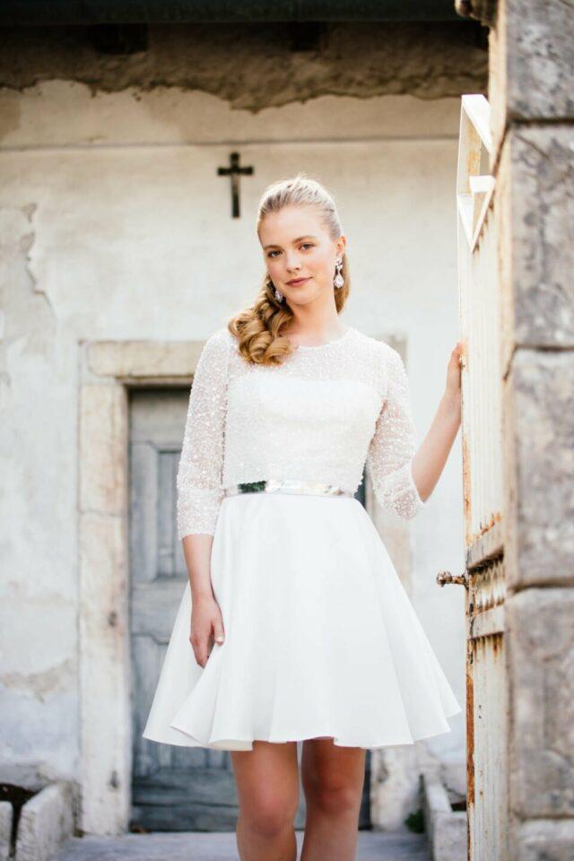 Perlen Brautbolero zum kurzen Brautkleid aus Satin