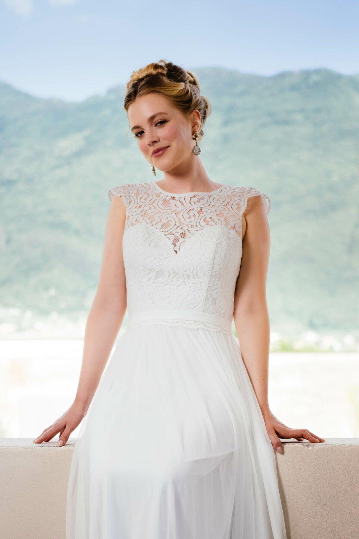 Brautkleid mit Spitzenoberteil und Herzcorsage