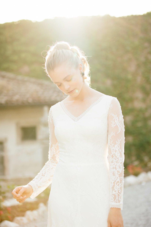Brautkleid mit V-Ausschnitt und Langarm in Spitze