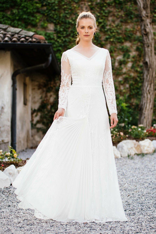Brautkleid extravagant mit plissierten Chiffoneinsatz im Vorderteil