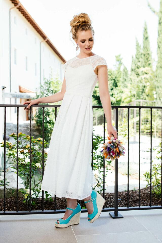 Brautkleid mit Spaghettiträgern – nachhaltiges Kleid in tea-length – Mila
