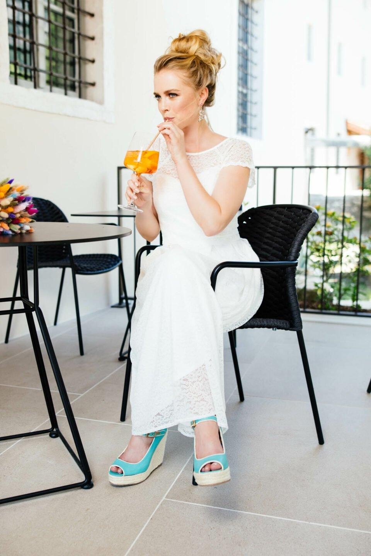 Nachhaltiges Hochzeitskleid aus Spitze in tea-length