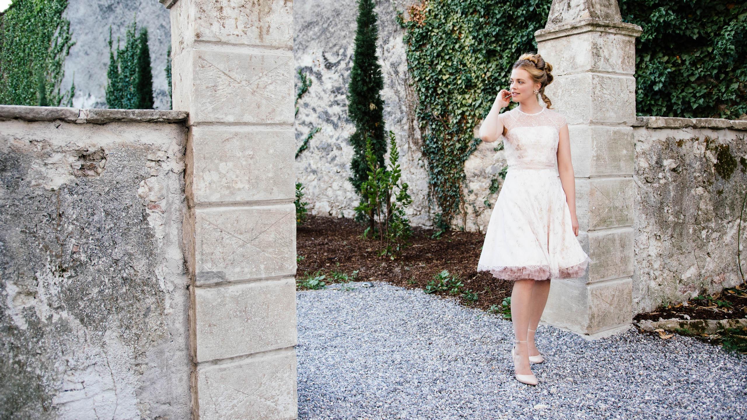 Vintage Brautkleid kurz mit Powder farbener Spitze