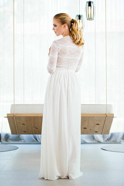 Langer Brautrock mit gerafftem Bund von hinten