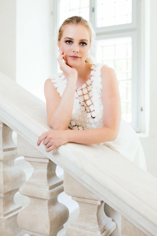 recyceltes Brauttop aus Blüten zum schlichten sustainable Brautkleid