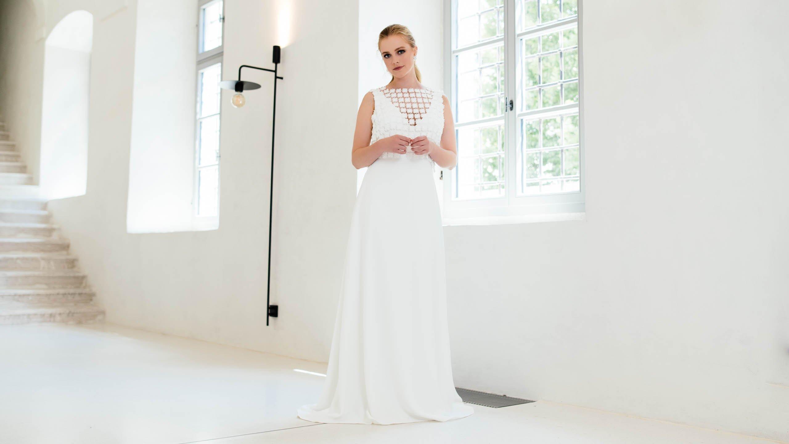 Schlichtes Brautkleid aus nachhaltiger Viskose mit recyceltem Braut Top