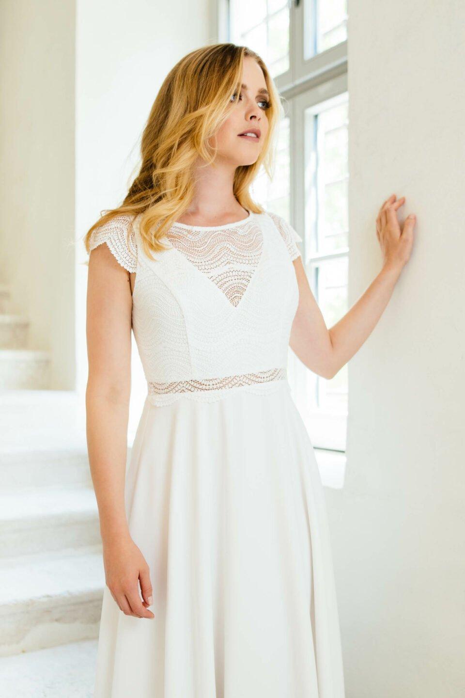 Vintage Brautkleid mit Flügelärmel aus Spitze