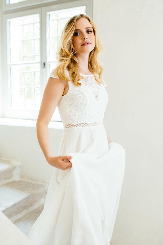 Faires Brautkleid mit Oberteil aus recycelter Spitze