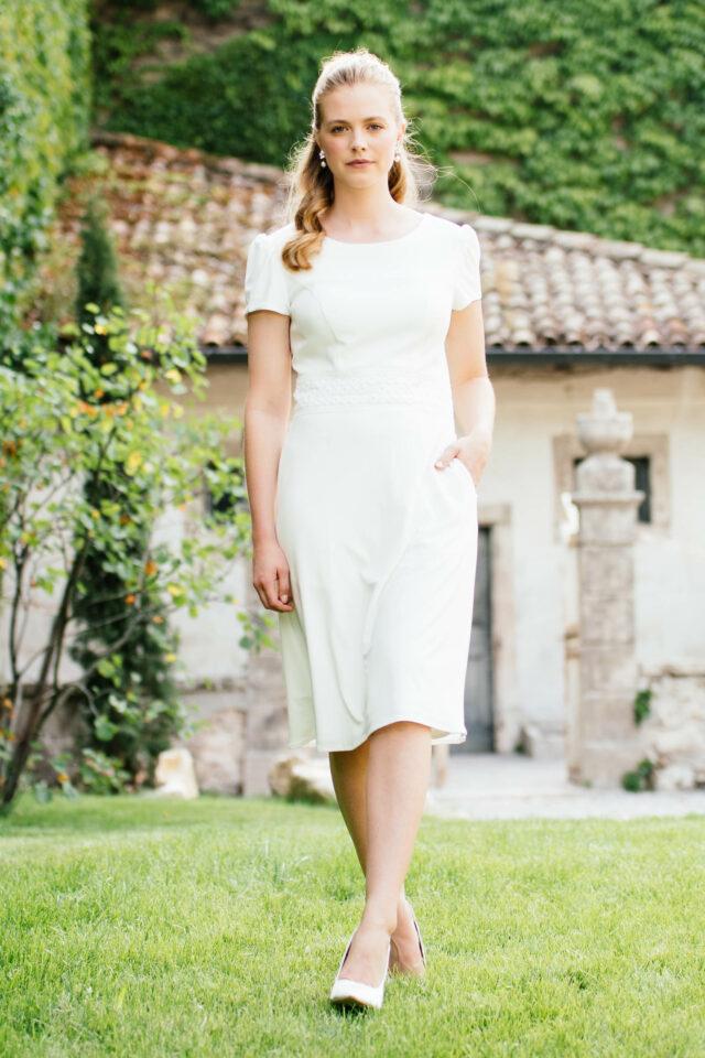 Etui Brautkleid mit Puffärmel – elegantes Standesamtkleid mit Taschen – Bay