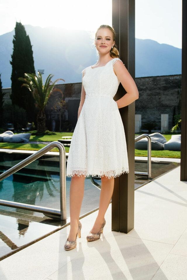 Kurzes Hochzeitskleid aus recycelter Spitze – nachhaltiges Standesamtkleid – May