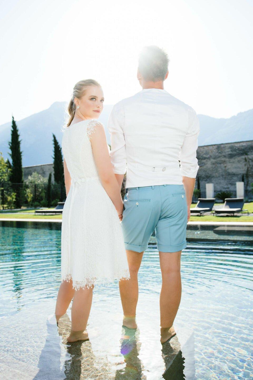 Brautpaar am Pool