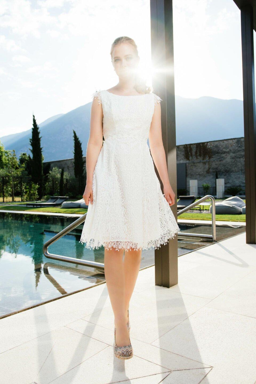 Kurzes Hochzeitskleid aus recycelter Spitze