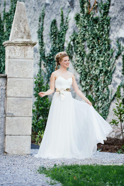 Modernes Brautkleid mit Herzausschnitt