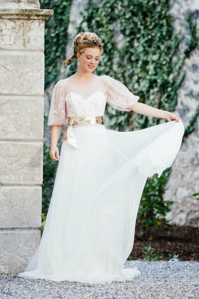 Modernes Brautkleid mit Herzausschnitt und Keulenarm Brautoberteil