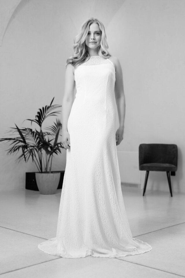 Veganes Brautkleid mit Schleppe – figurbetont in recycelter Spitze – Rena